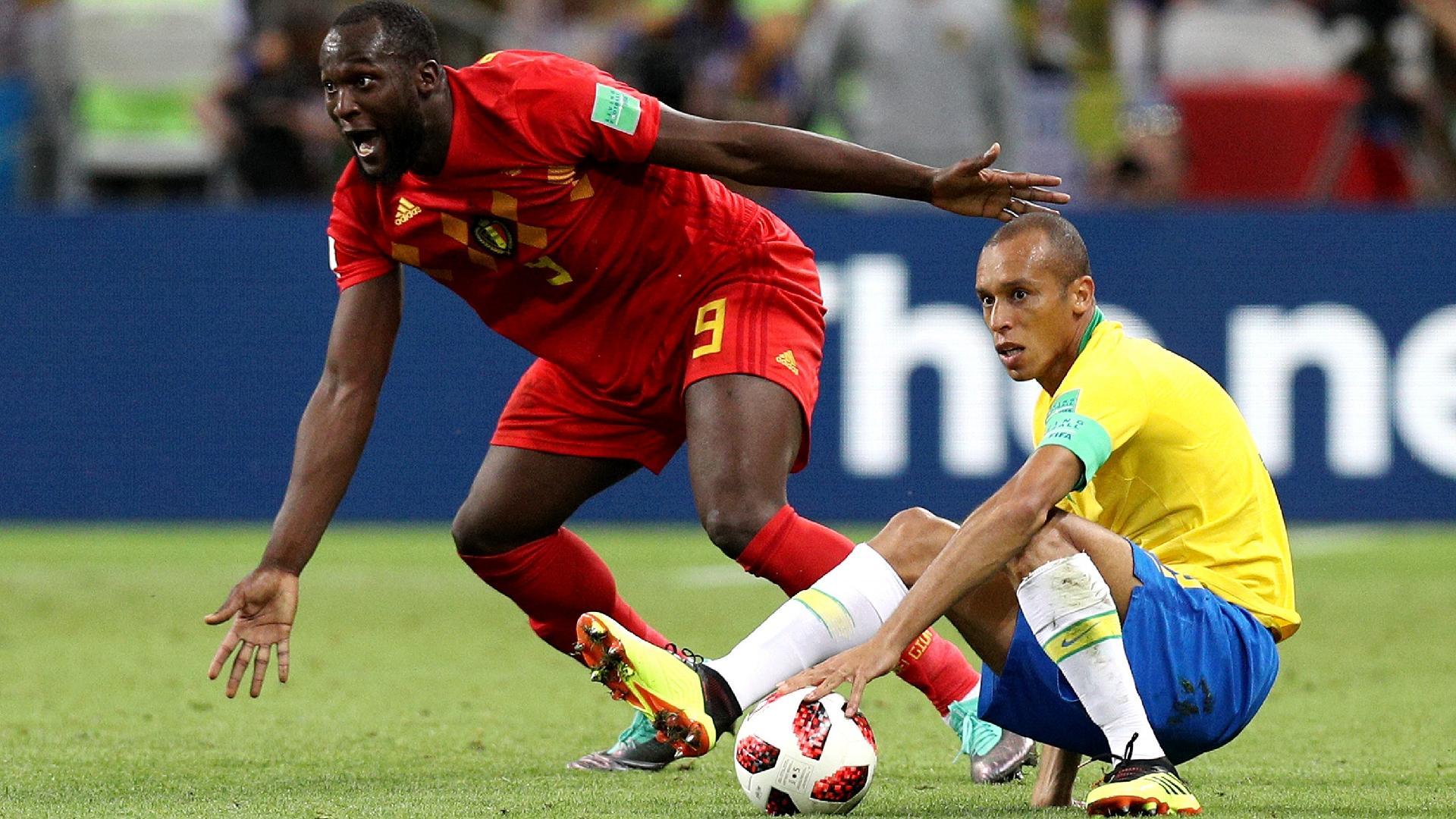 Bélgica Brasil Lukaku Miranda disputa reclama