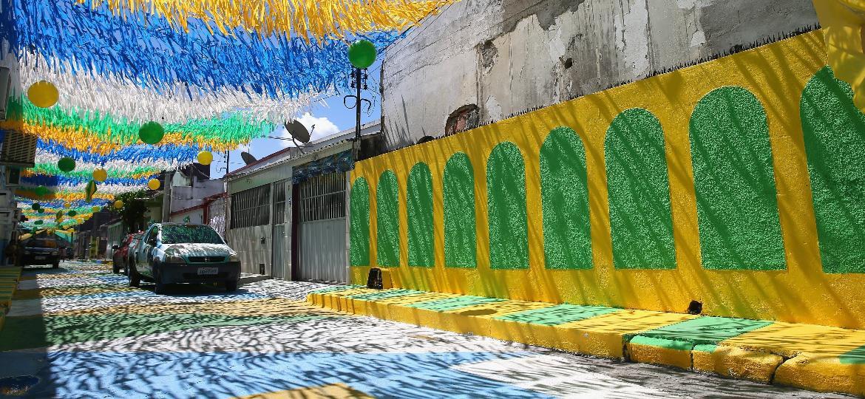 Rua decorada em Manaus-AM durante a Copa do Mundo de 2014 - Richard Heathcote/Getty Images
