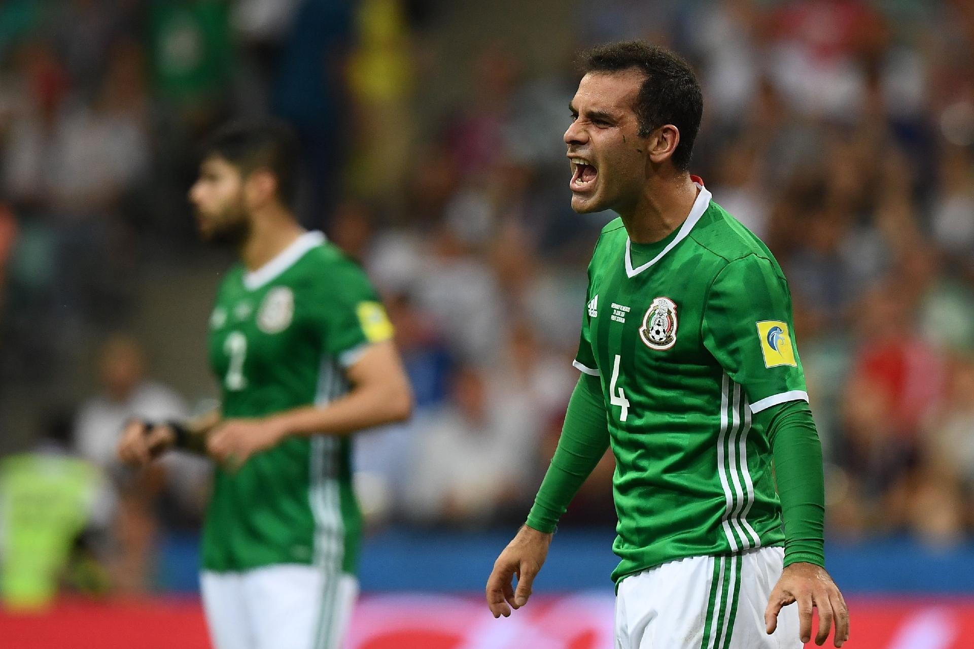 México na Copa 2018  NYT  Por que Rafa Márquez não pode beber a mesma água  do elenco do México - UOL Copa do Mundo 2018 59b207456d2ad