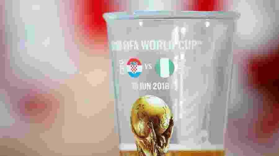 Copo de cerveja no estádio de Kaliningrado antes de Croácia x Nigéria, na Copa da Rússia - Julian Finney/Getty Images