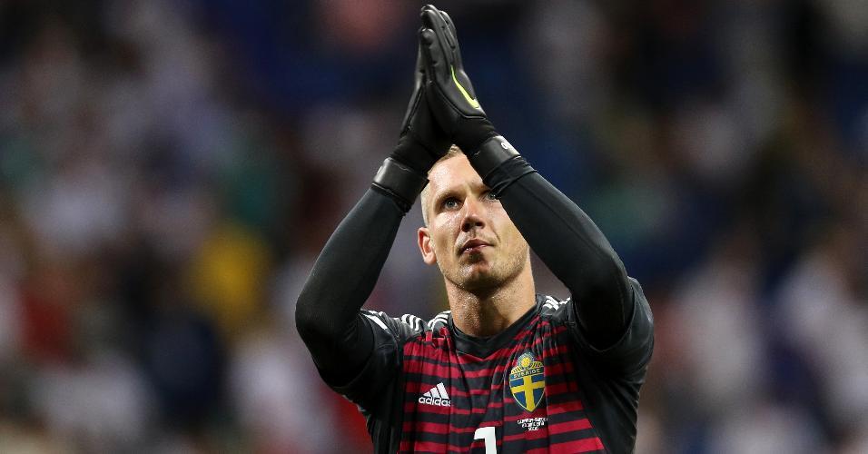 Goleiro Olsen celebra durante jogo contra a Alemanha