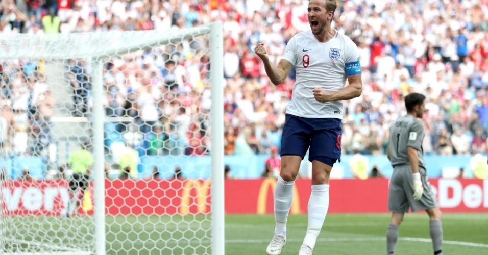 Harry Kane comemora após marcar, de pênalti, o segundo gol da Inglaterra sobre o Panamá