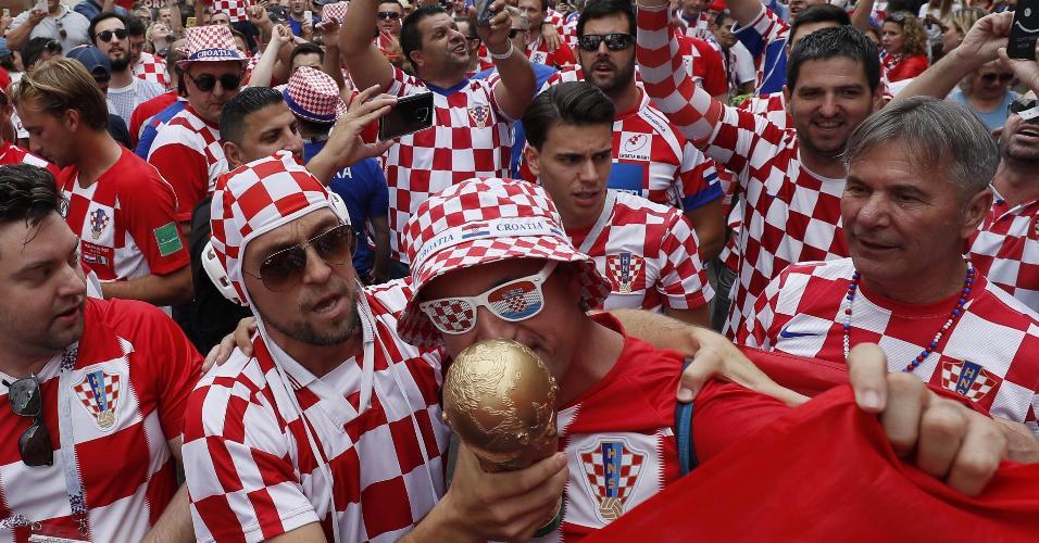 Torcedores croatas tomam conta das ruas de Moscou antes de final Croácia x França