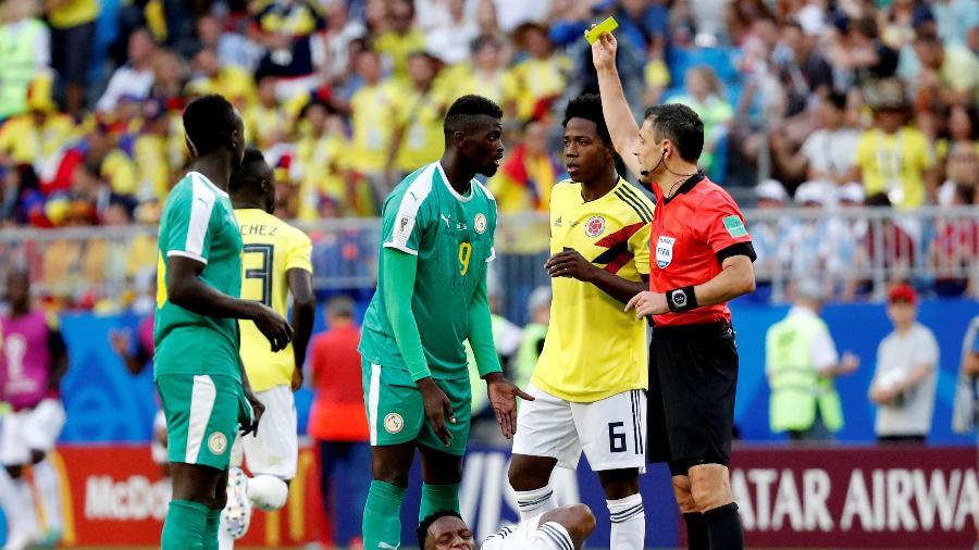"""M""""Baye Niang, do Senegal, recebe cartão amarelo - CARLOS GARCIA RAWLINS/Reuters"""