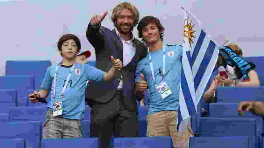 Diego Lugano com os filhos em jogo do Uruguai na Copa do Mundo; dirigente vai tentar manter Aguirre no SP - Divulgação/AUF