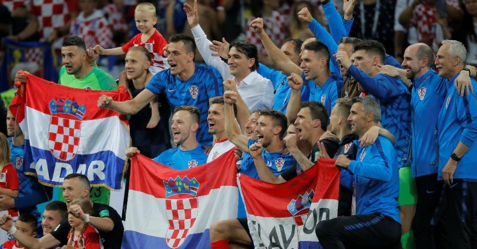 Croatas celebram vitória contra a Inglaterra