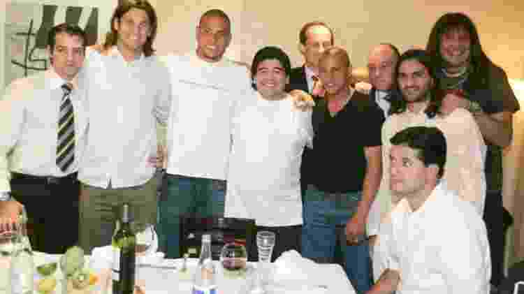 Juni Calafat em foto ao lado de Ronaldo, Roberto Carlos e Maradona - @JuniCalafat/Twitter - @JuniCalafat/Twitter