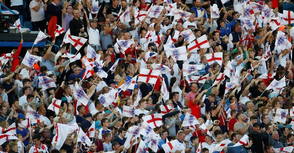 Torcedores ingleses fazem festa durante amistoso contra a Costa Rica, às vésperas da Copa do Mundo