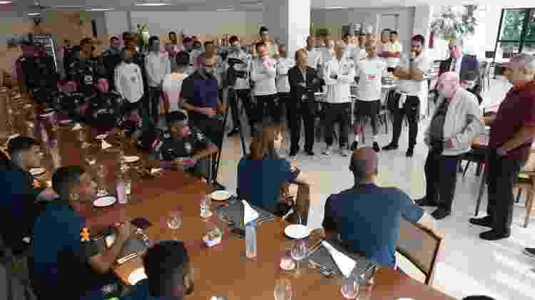 Zagallo conversa com jogadores da seleção brasileira na Granja Comary - Divulgação/CBF - Divulgação/CBF