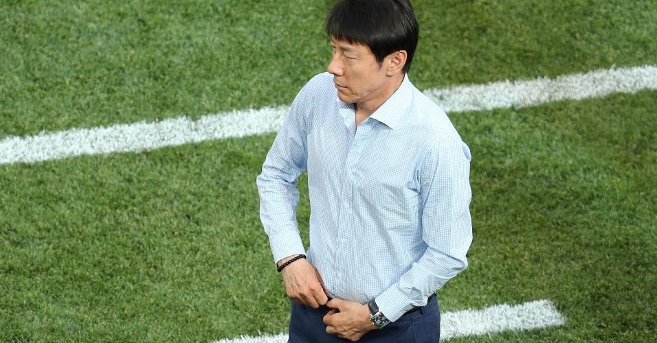 Técnico Shin Tae-yong durante jogo Coreia do Sul x Suécia