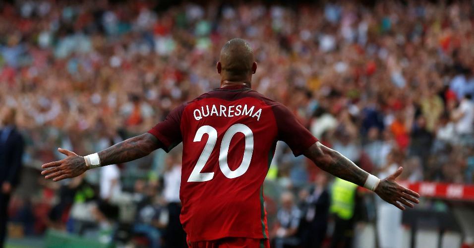 Ricardo Quaresma comemora gol por Portugal contra a Estônia