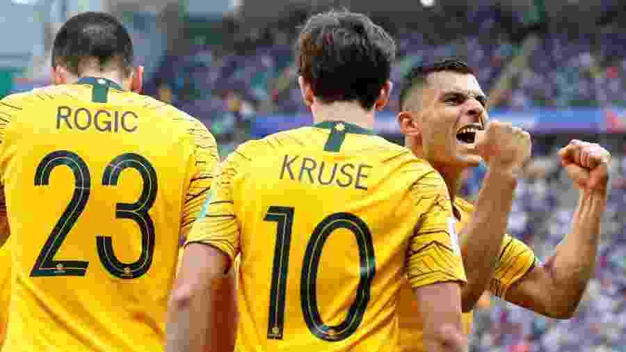 O atacante Andrew Nabbout comemora o gol da Austrália contra a França - Toru Hanai/Reuters