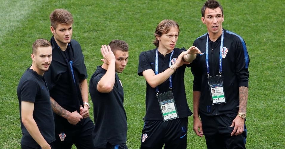 Jogadores croatas entram em campo horas antes de França x Croácia