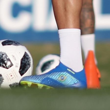 Gabriel Jesus usa chuteiras novas em primeiro treino com bola rumo à Copa - Lucas Figueiredo/CBF