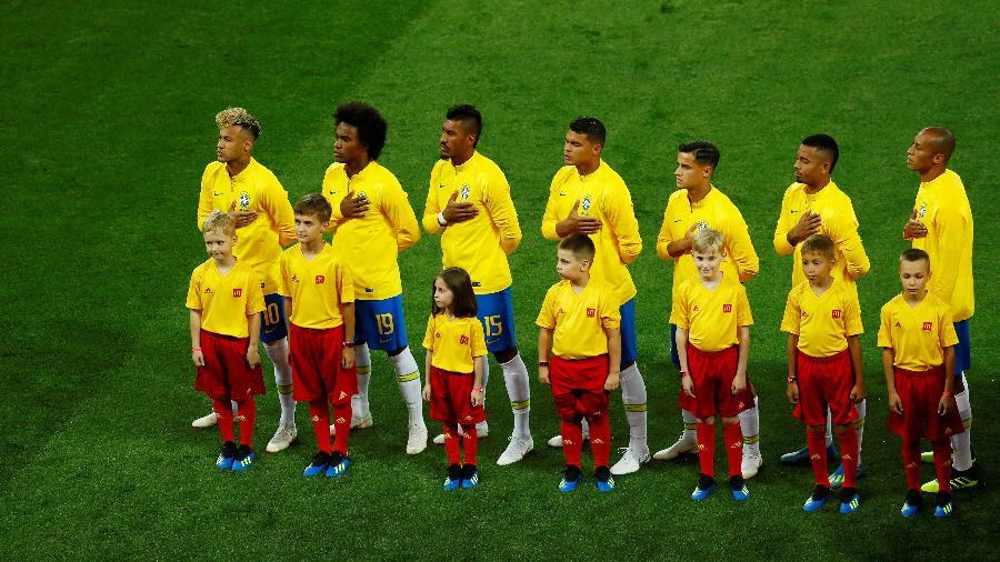 Jogadores da seleção brasileira durante o hino nacional - REUTERS/Jason Cairnduff