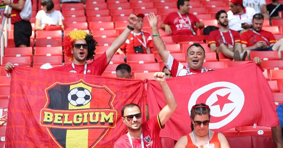 Torcedores agitam bandeiras antes de Bélgica x Tunísia