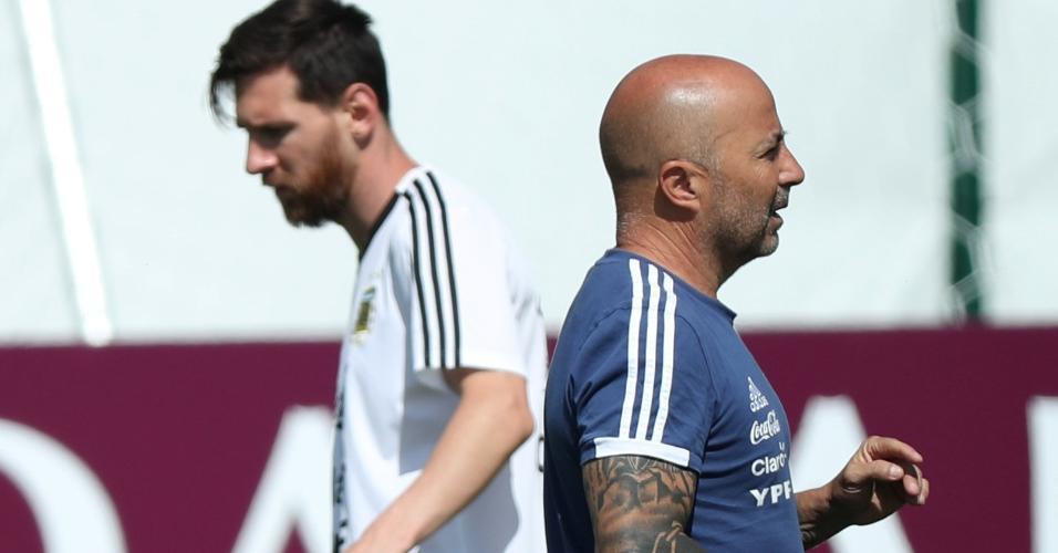 Sampaoli comanda treino da Argentina com Lionel Messi ao fundo