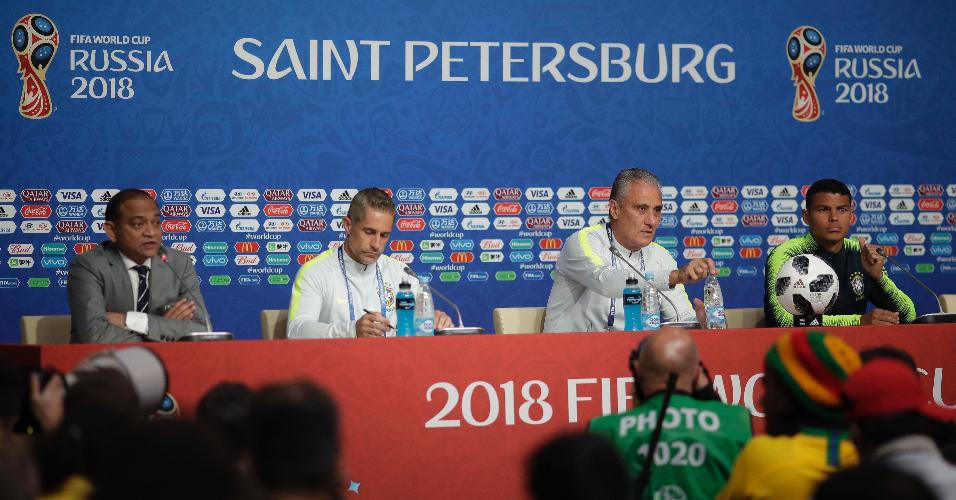 Sylvinho, Tite e Thiago Silva concedem entrevista coletiva antes de treino