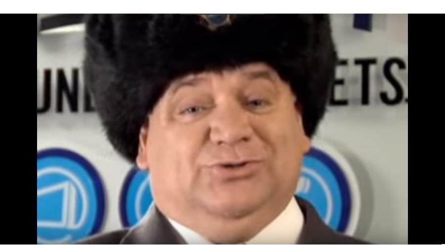"""Alvaro Thuler como Boris Tutchenko em comercial da NET que popularizou o """"skavurska"""" - Reprodução YouTube"""