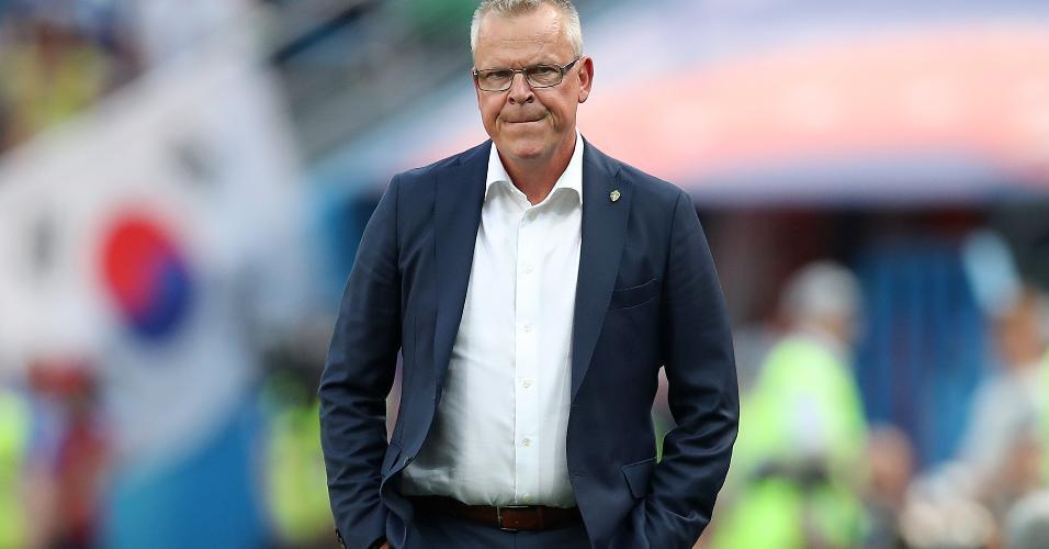 Técnico Janne Andersson durante duelo Suécia x Coreia do Sul