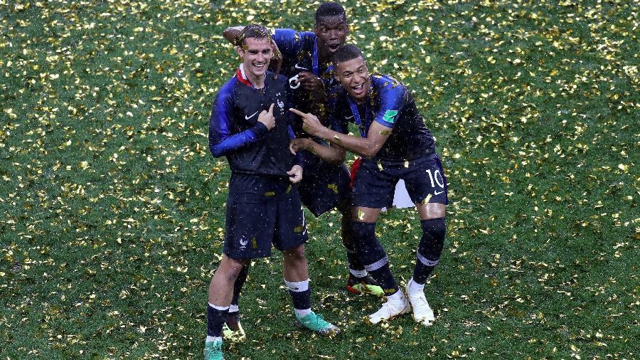 Griezmann, Pogba e Mbappé comemoram a vitória da França na final da Copa do Mundo - Catherine Ivill/Getty Images