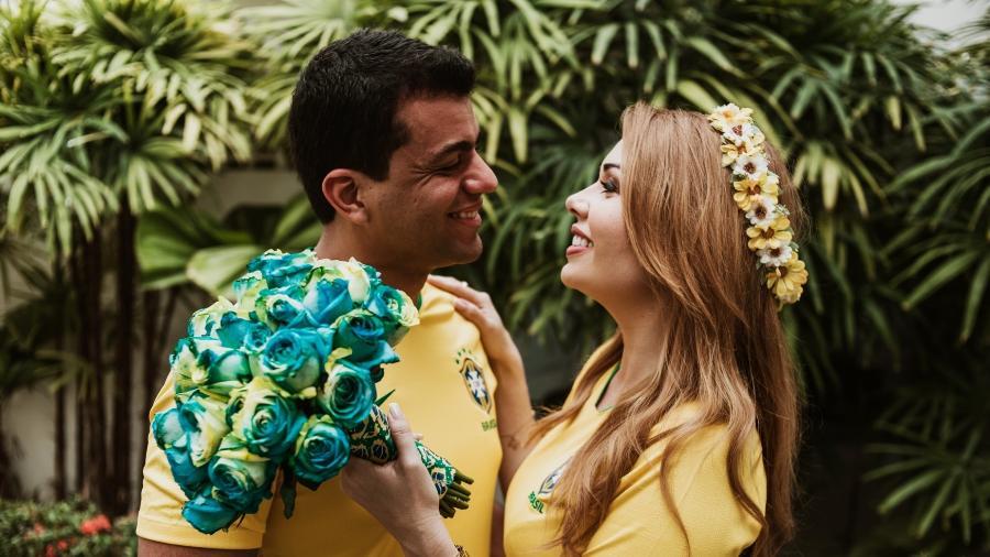 Layla e Pedro casaram no dia do jogo do Brasil na Copa - July & Ruy Fotografia/Casamentos.com.br