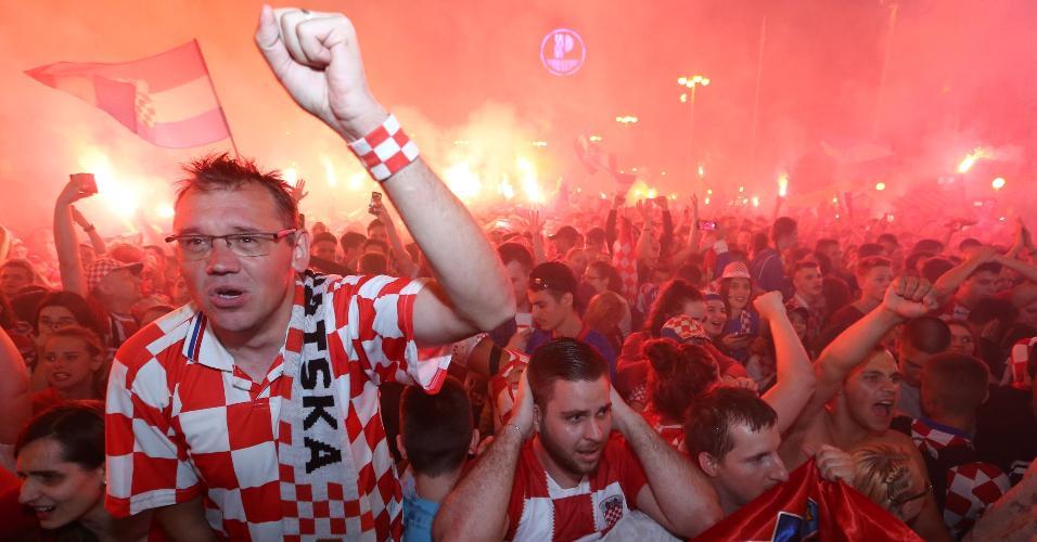Torcida croata faz a festa em Zagreb, capital do país finalista da Copa do Mundo