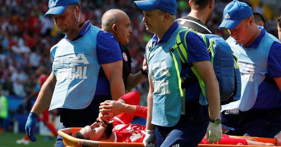 Dylan Bronn deixa o jogo contundido no duelo Bélgica x Tunísia