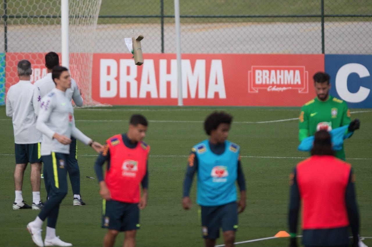 Drone invade o treino da seleção brasileira na Granja Comary