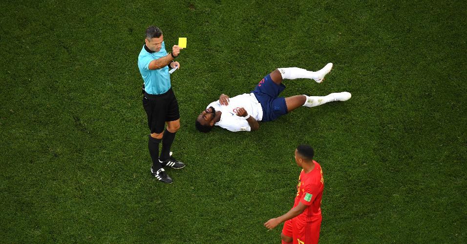 Belga Tielemans recebe amarelo no jogo contra Inglaterra