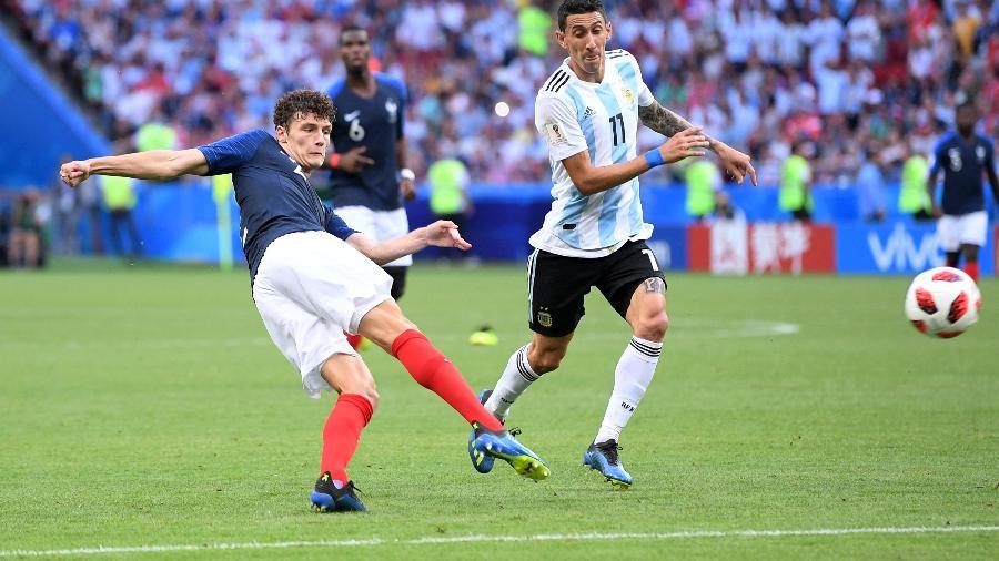 Benjamin Pavard chuta para marcar contra a Argentina nas oitavas de final - Laurence Griffiths/Getty Images