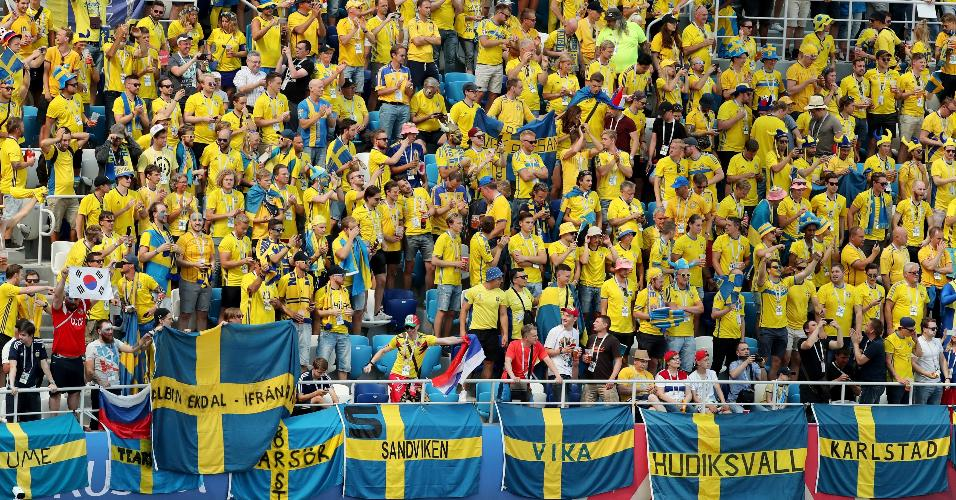 Torcida da Suécia no Estádio Nizhny Novgorod em jogo contra a Coreia do Sul