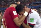 Jogador iraniano cai no choro após eliminação e é consolado por Pepe - reprodução/TV Globo