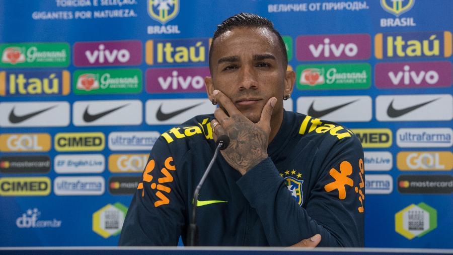 Danilo ouve pergunta durante entrevista coletiva em Londres - Pedro Martins / MoWA Press