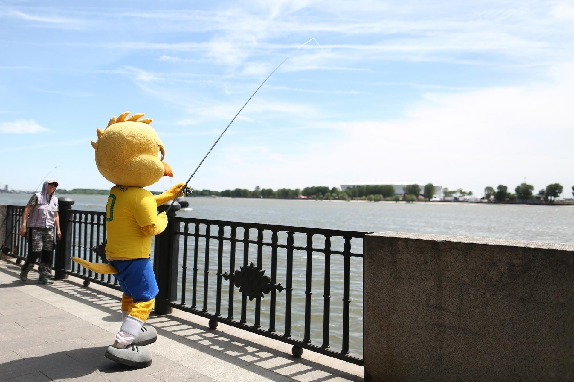Canarinho Pistola pesca em Rostov-on-Don, onde o Brasil estreou na Copa