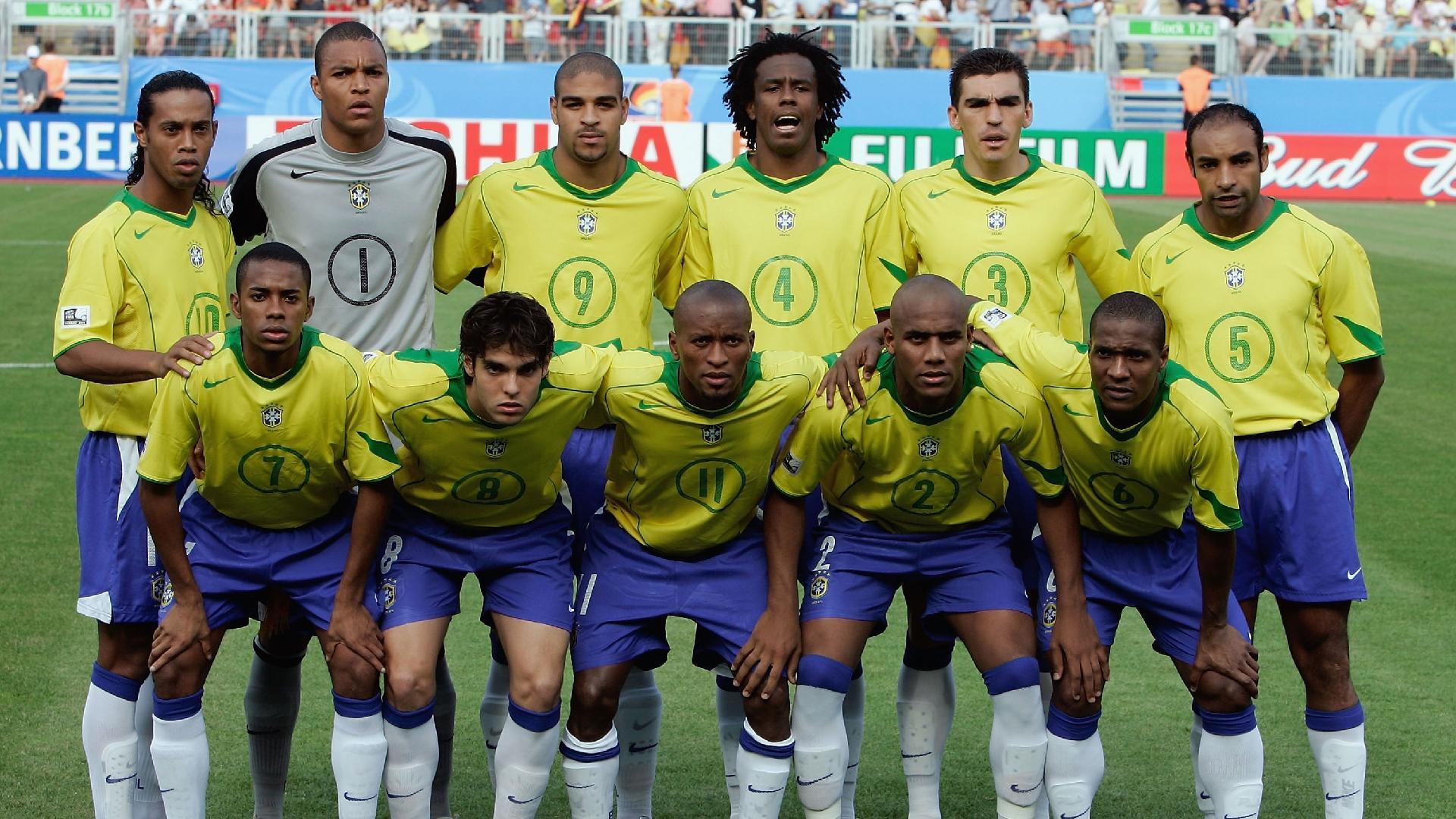 Jogadores do Brasil posam para foto antes da partida contra a Alemanha na Copa das Confederações de 2005