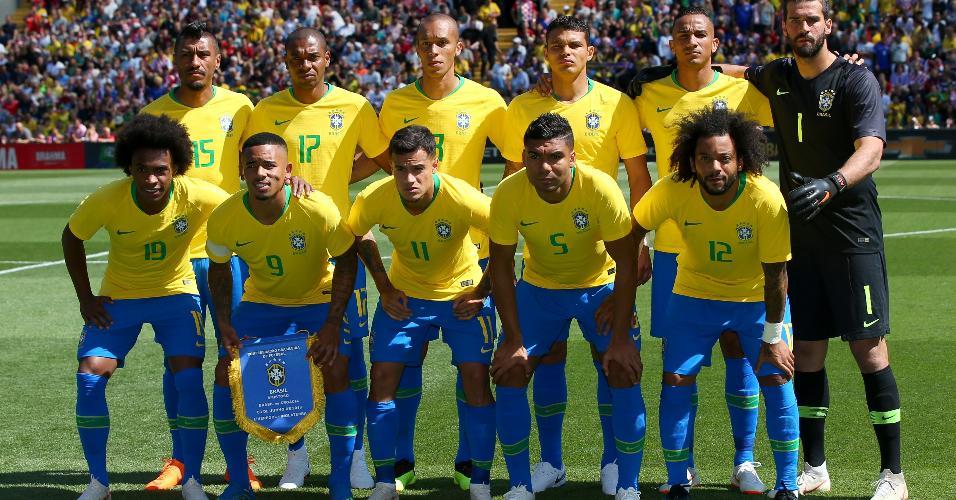 Seleção posa para foto antes de amistoso contra a Croácia