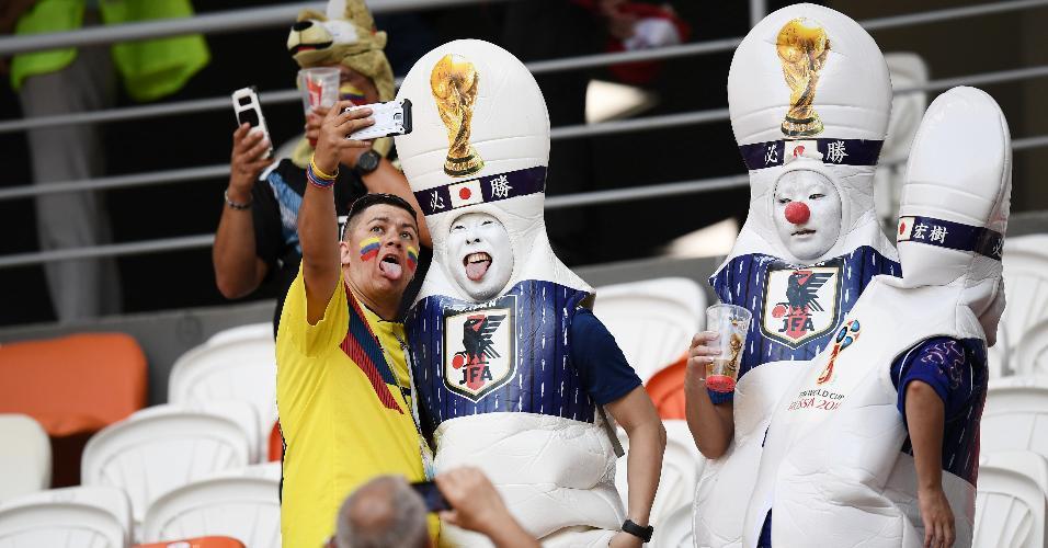 Torcedores japoneses confraternizam com colombianos antes de duelo Arena Mordovia