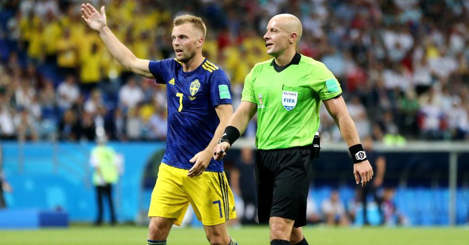 Árbitro Szymon Marciniak e o sueco Sebastian Larsson