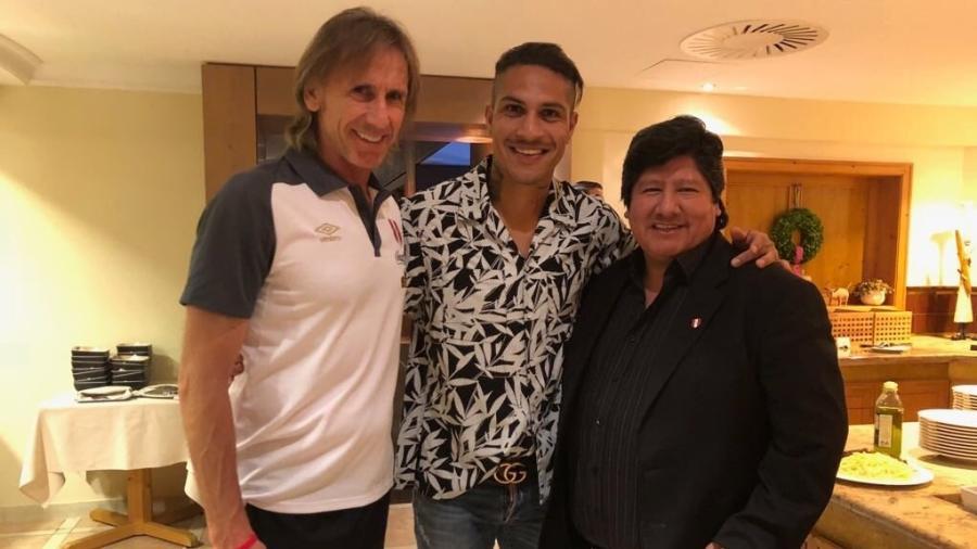 Guerrero encontra o técnico Ricardo Gareca na concentração da seleção peruana - Reprodução/Twitter