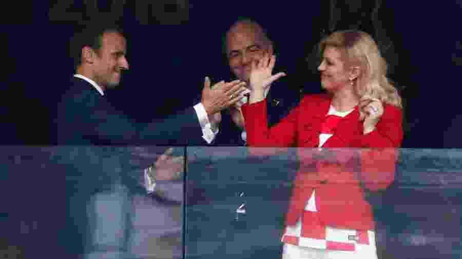 Presidente da Croácia, Kolinda Grabar-Kitarovic, com o presidente da França, Emmanuel Macron, antes de França x Croácia - Damir Sagolj/Reuters