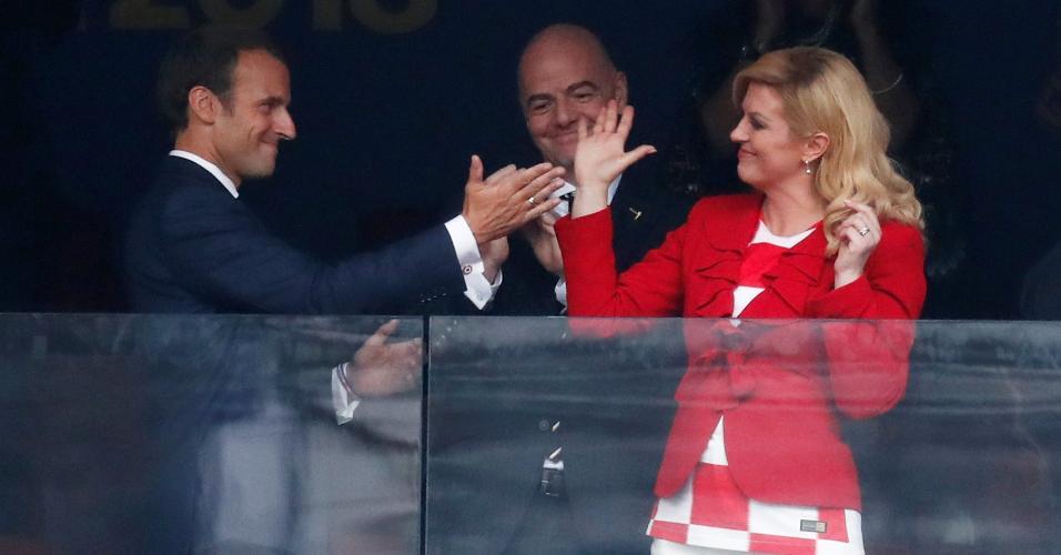 Presidente da Croácia, Kolinda Grabar-Kitarovic, com o presidente da França, Emmanuel Macron, antes de França x Croácia