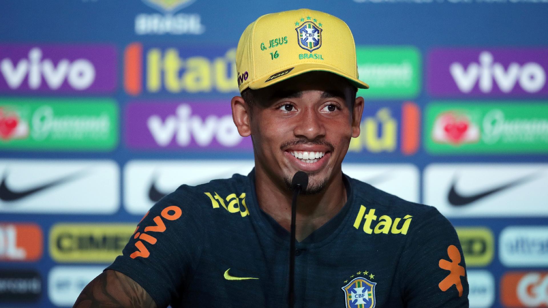 Gabriel Jesus concede entrevista após treino da seleção brasileira