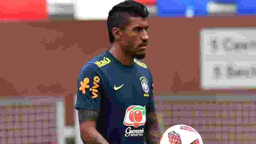 bc957b1896 Paulinho fica fora de treino com bola em Sochi e ganha descanso extra