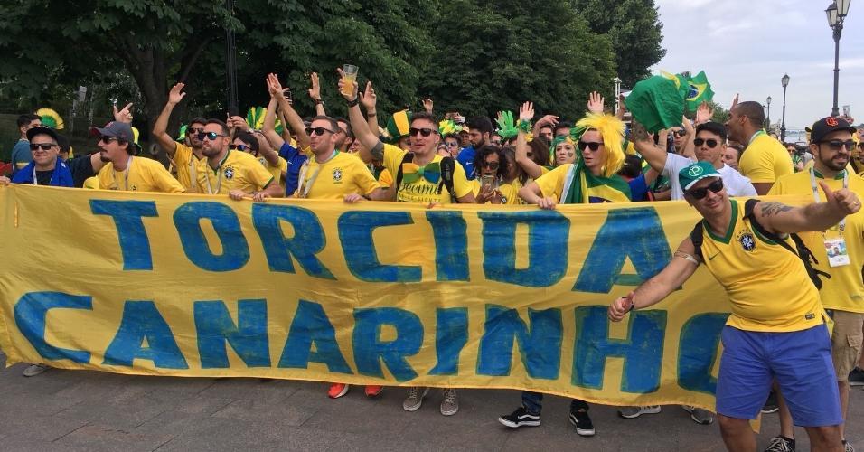 Torcida chega para acompanhar a estreia do Brasil na Copa
