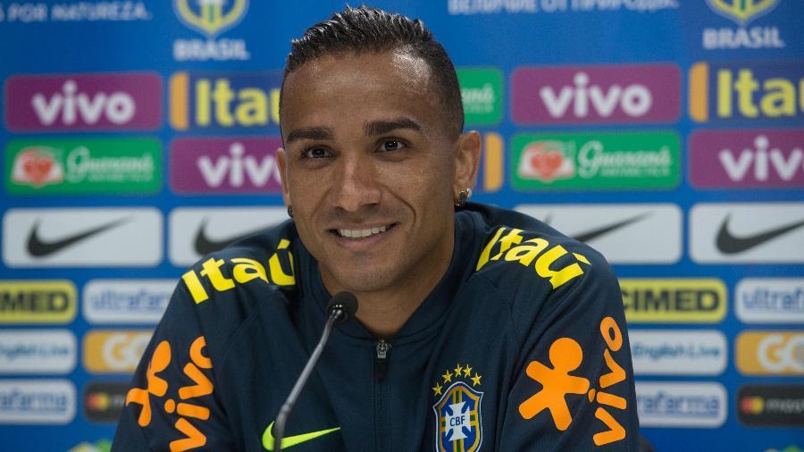 Lateral Danilo concede entrevista coletiva após treino da seleção brasileira  - Pedro Martins / MoWA Press