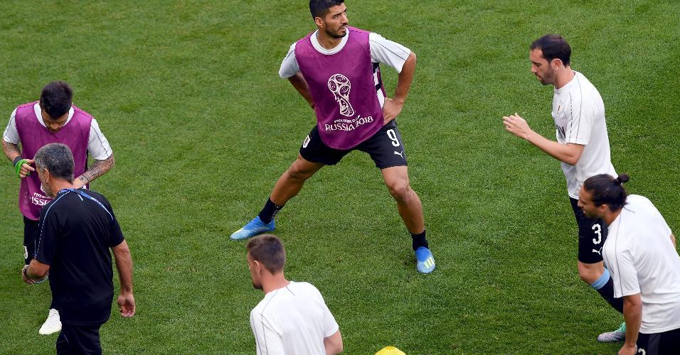 Time do Uruguai se aquece antes de jogo contra a Rússia