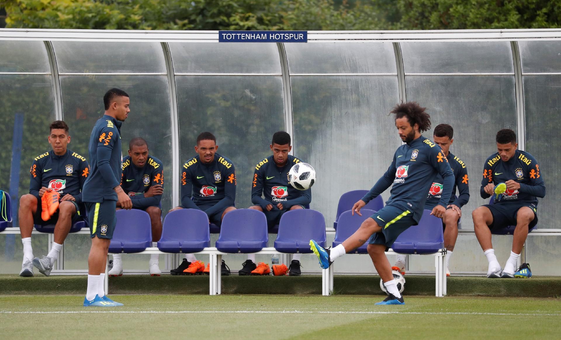 Marcelo e Jesus  Tite liga para esquecidos e projeta volta até Copa América  - 19 08 2018 - UOL Esporte b424cc380a48f