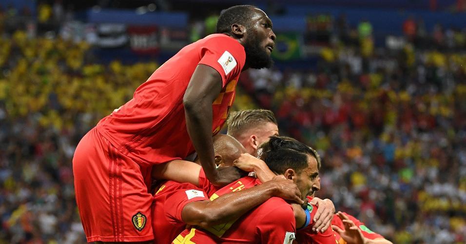 Jogadores da Bélgica comemoram o gol contra marcado por Fernandinho
