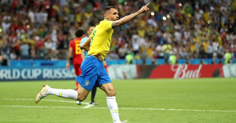 Renato Augusto, meia do Brasil, comemora o gol marcado contra a Bélgica